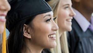 estudantes do curso de administração se formando