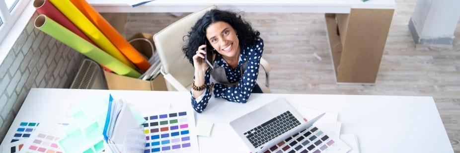 mulher designer de interiores