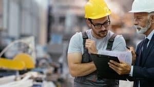 profissionais de gestão de produção industrial